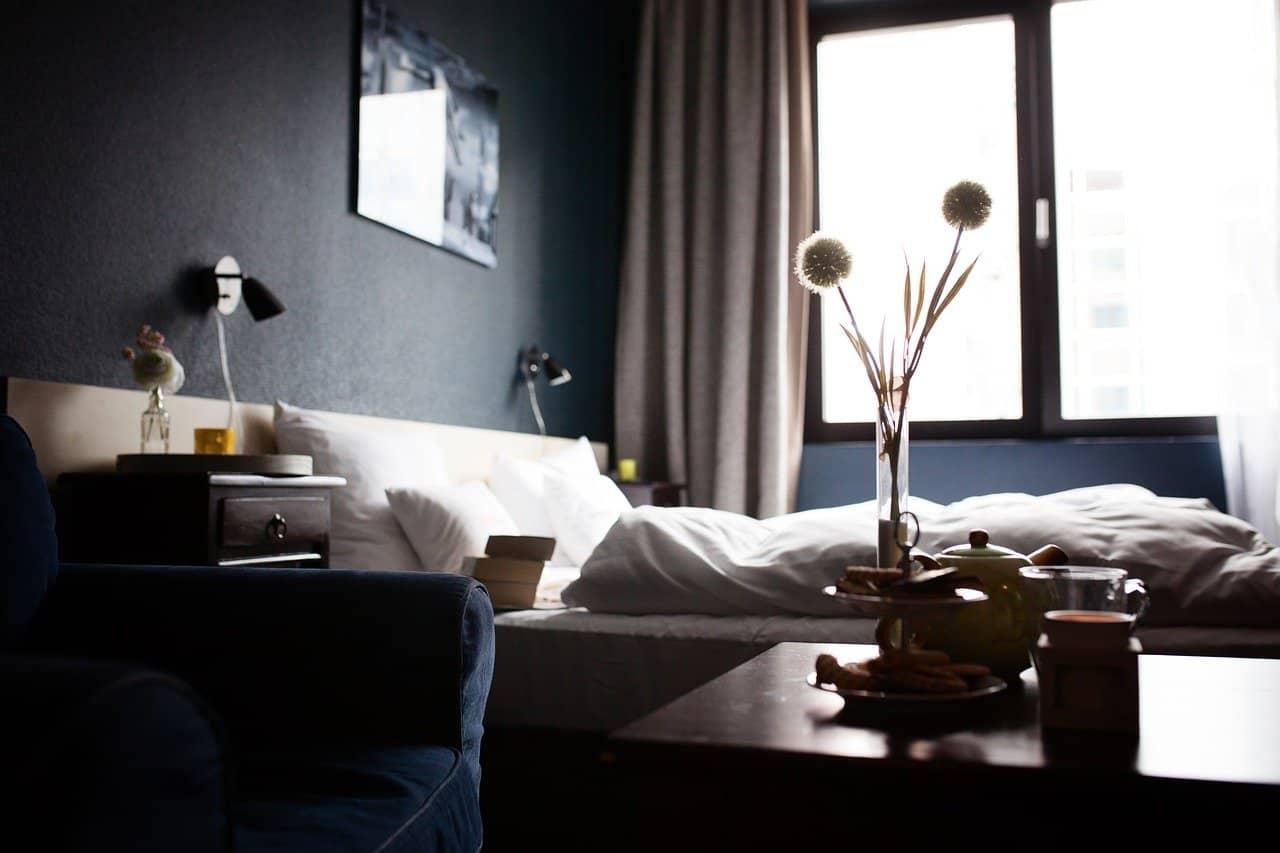 Ménage chambre d'hôtel